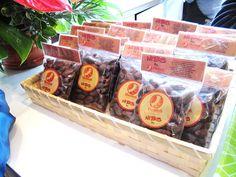 Warmitech, cooperativa de Perú que produce los nibs de cacao. Cacao Nibs, Picnic, Basket, Coops, Picnics