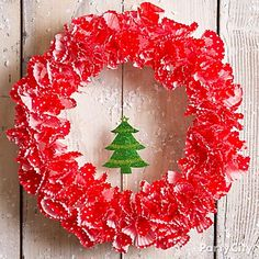 Who knew a DIY wreath could be such a piece of cake?! It's made of pretty baking cups and a gift tag. Click for how-to tips and more beautiful DIY Christmas wreaths.