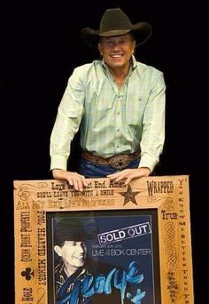 George Sold out Best Country Singers, Country Musicians, Country Music Videos, Country Music Stars, Hot Country Boys, Country Strong, Strait Music, George Strait Family, Entertainer Of The Year