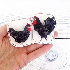 Свободная темная парочка  Дом нашли #polalab #handmade  #brooch #embroidery #embroideryart #laceembroidery #вышивка #вышивальныйманьяк #вышивкагладью #объемнаявышивка  #брошьручнойработы #брошка #russiandesigners #birdproject #art_we_inspire #курочка #chicken #hen #rooster #family Embroidery Art, Creatures, Instagram Posts, Crafts, Embroidery, Manualidades, Handmade Crafts, Craft, Arts And Crafts