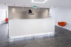 Projekt i realizacja recepcji dla First Property / Design and realization of reception at First Property