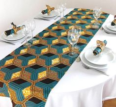 Plain tablecloth with patterned runner African print table Setting African Wedding Theme, African Theme, African Weddings, African Interior Design, African Design, Moda Afro, Traditional Wedding Decor, African Accessories, African Home Decor