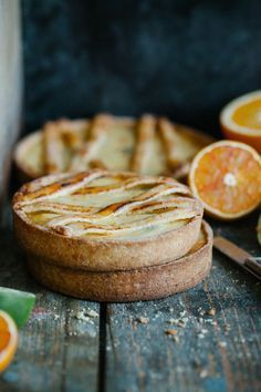 Sub almond crust. Quick ricotta, orange and dark chocolate tart. Made with homemade tart shells. Quick, easy and irresistibly delicious. Tart Recipes, Sweet Recipes, Dessert Recipes, Cooking Recipes, Fudge Recipes, Candy Recipes, Sweet Pie, Sweet Tarts, Tart Dough