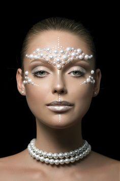 Interesting makeup look... Cool & futuristic