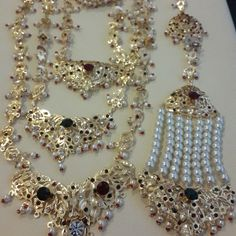 Lovely Bridal Suits Punjabi, Pakistani Bridal Makeup, Gold Jewellery Design, Gold Jewelry, Hyderabadi Jewelry, Indian Jewelry Sets, Ghagra Choli, Bridal Photoshoot, Gold Designs