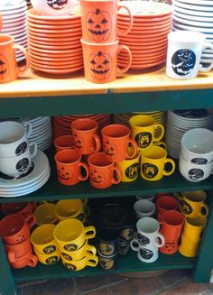 fiesta halloween 2015 ok fiesta just take all of my money cant wait to add these to the collection china dishes holiday pinterest fiestas
