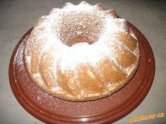 Rychlá pařížská bábovka: 1pařížská šlehačka,180g cukru, 3 vejce,1/2 hrnku oleje, rum, rozinky,250g plh mouky, 1 prášek do pečiva, Oreo Cupcakes, Sweet Cakes, Pavlova, Pound Cake, Food Hacks, Deserts, Food And Drink, Cooking Recipes, Pie