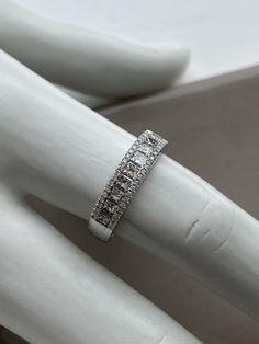 Bague en or blanc et diamants Diamond Rings, Diamond Engagement Rings, Eternity Bands, Jewlery, Wedding Rings, Afin, Bracelets, Products, Engagement Ring