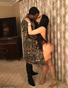 There seems to be problems between Nicki Minaj and her man, Meek Mill. While Nicki is posting cryptic messages on social media, Meek Mill has deleted his I Nicki Minaj Feet, Nicki Minaj Body, Nicki Minaj Fashion, Nicki Minaj Outfits, Nicki Minaj Barbie, Nicki Minaj House, Nicki Minaj Meek Mill, Meek Mill And Nicki, Afro
