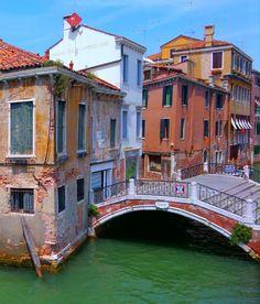 A forgotten bridge in Venice.