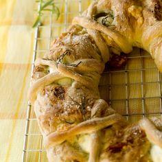 Tortano – innbakt brød med egg, ost og skinke Shrimp, Turkey, Eggs, Meat, Baking, Food, Turkey Country, Bakken, Essen