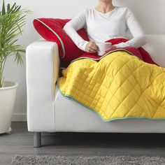 Bring on the quillows (pillows that turn into quilts)!