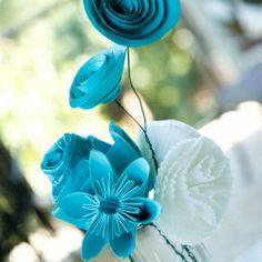 Papier Bouquet- different kinds of DIY paper flowers Handmade Flowers, Diy Flowers, Fabric Flowers, Paper Flowers, Flower Ideas, Pretty Flowers, Teal Flowers, Quilling Flowers, Origami Flowers