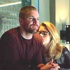 Arrow Memes, Oliver Queen Felicity Smoak, Team Arrow, Emily Bett Rickards, Stephen Amell, Detective Comics, Green Arrow, Series Movies, Supergirl