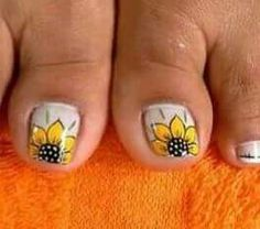 Nails Pedicure Designs, Pedicure Nail Art, Toe Nail Designs, Nail Polish Art, Toe Nail Art, Karma Nails, Ladybug Nails, Sunflower Nail Art, Nails Only