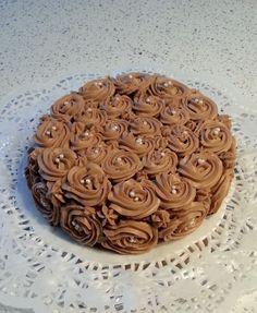 Aujourd'hui voici ma recette délicieuse et très goûteuse facile a faire et qui a aussi un visuelle très joli. Ingrédient gâteaux Cette recette et pour un petit gâteau 18 a 20 de diamètre ( 6 a 8 parts max) 1 génoise recette ici (prenez une base de 4 oeufs,120...