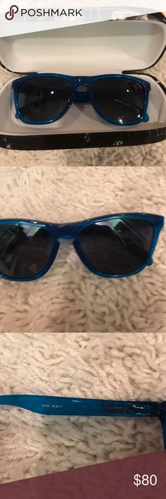 Authentic Oakley sunglasses Worn only once! Oakley Accessories Sunglasses