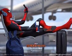 New Official Spider-Man: Far From Home Poster that calls back to the Homecoming one Iron Spider, Spider Gwen, Spider Spider, Black Spider, Avengers Team, Marvel Avengers, Mafex Spiderman, Spiderman Poster, Amazing Spiderman