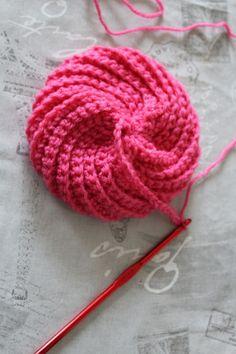 Crochet hats 440930619767805532 - Tawashi grand modèle – Le petit monde de Domi Source by viviloup Crochet Diy, Crochet Motifs, Crochet Poncho, Lace Knitting, Crochet Afghans, Knitted Shawls, Free Knit Shawl Patterns, Knitting Patterns, Crochet Patterns