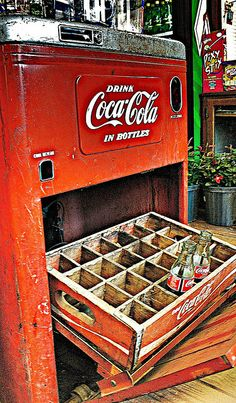 ♂ coca-cola machine by BLugar http://www.flickr.com/photos/7636801@N08/480472443/