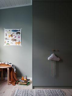 Garderoberna i barnens rum