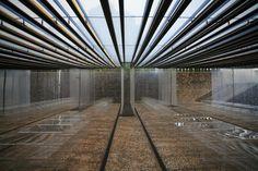 Interior de la cubierta ETFE transparente en restaurante Les Cols