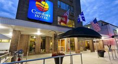 Comfort Hotel Downtown Toronto Toronto This downtown hotel provides comfortable accommodation in a convenient location. The Royal Ontario Museum is 700 metres away.  Guest rooms include free WiFi, air conditioning, cable TV and a coffee maker.