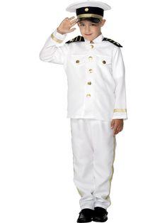 Pikku Kapteeni. Tyylikäs, valkoinen naamiaisasu on koristeltu kultanauhoin, jotka kimmeltävät hienosti ja arvokkaasti. Asuun kuuluuu tietenkin myös kapteenin lakki.