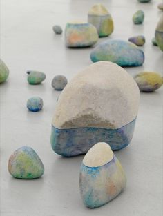 Lionel Esteve-A line. painted stones