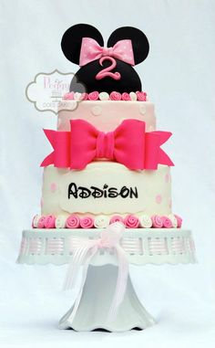 Minnie Mouse cake with ribbon roses Mickey And Minnie Cake, Bolo Mickey, Theme Mickey, Mickey Cakes, Fancy Cakes, Cute Cakes, Mini Mouse Cake, Minnie Birthday, Birthday Cakes