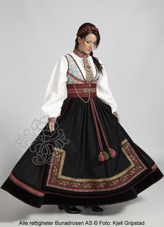 Beltestakk fra Telemark - BunadRosen AS Traditional Fashion, Traditional Dresses, Skandinavian Fashion, Folklore, Norwegian Clothing, Folk Costume, Costumes, Mode Hijab, Historical Clothing