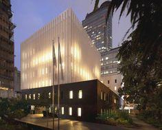 Leicht und schwer - Französische Botschaft in Jakarta