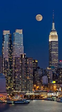 Moonrise along the Empire State Building, NYC