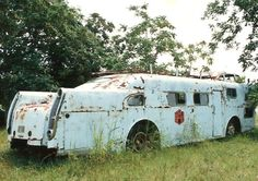 lonelycoast: steampunkvehicles:Mystery bus from somewhere in the depths of HAMB (that forum has 3000 pages in one thread alone, took me six months to browse just that thread) Fuck me. That bad ass motherfucker is screaming to be rebuilt.