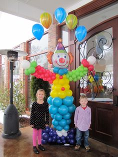 We specialized in creating custom balloon sculptures with all themes, sizes and shapes. Give us your inspiration and we'll create it with balloons! Clown Party, Circus Carnival Party, Circus Theme Party, Carnival Birthday Parties, Circus Birthday, Birthday Party Themes, Circus Clown, Ballon Arrangement, Clown Balloons