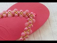 YouTube Gisele, Flip Flops, Slippers, Beads, Crafts, Shoes, Craft Ideas, Youtube, Flip Flop Decorations