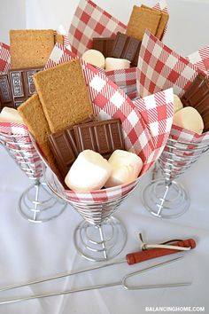 Summer Fun! What a fun way to serve summer's must-have dessert--S'mores!