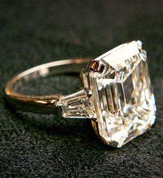 Melania's 12-carat ring