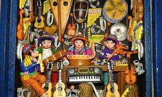 Retablo Ayacuchano en Lima, escena tienda de musicos artesanía Peruana no hay medida estándar en los retablos en su interior se colocan figuras de unos 6 centímetros las puertas unidas a la caja con tiras de cuero, representan eventos cotidianos, históricos, religiosos, humorísticos y políticos. https://www.facebook.com/kuzkaPeru/