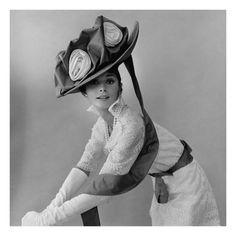 Cecil Beaton : Vogue - December 1963 写真プリント | Sumally