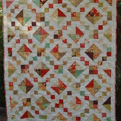 I thought I'd join in with some of the #missingmarket fun and @colorgirlquilts question about #favoritequiltshapes . Mine is the humble square. From basic patchwork to scrappy trip alongs to HSTs which become squares, like in this quilt I made for our friends a couple of years ago . Something very versatile and easy on the eye about a square. I clearly don't always like to be too challenged, technically or visually! 😂 #throwback #jewelboxquilt #figtreefabric #figtreeandco #tapestryfabrics…