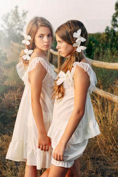 LA INCREÍBLE LENCERÍA DE ARTESANÍA MARÍA LUISA Cute Girl Dresses, Cute Girl Outfits, Flower Girl Dresses, Cute Young Girl, Cute Little Girls, Preteen Girls Fashion, Kids Fashion, Fotografia Tutorial, See Through Clothes