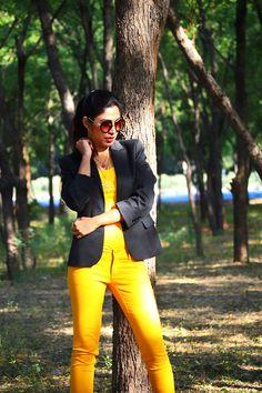 Winter Yellow #fashion #style #ootd #yellow #jeans #blazer #streetstyle #photography