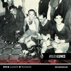 #BuenDiaRojo! #BuenLunes! 😈 Corazzo, Lecea y Fazio antes de jugar un partido. Año 1936.
