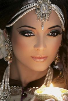 Indian wedding girl faced full jewelry make up candle light pic Beautiful Eyes, Simply Beautiful, Beautiful Bride, Indian Bridal Makeup, Wedding Makeup, Exotic Women, Exotic Beauties, Hair Jewelry, Jewellery