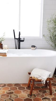 terracotta flooring classic bathroom: terracotta floor and all white Bad Inspiration, Bathroom Inspiration, White Bathroom Interior, Interior Modern, Terracotta Floor, Classic Bathroom, Small Bathroom, Modern Bathroom, Sweet Home