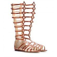 In diesem Sommer strahlen unsere Schuhe mit der Sonne um die Wette! Diese Metallic-Schuhe müsst ihr haben!