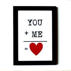 You + me = <3  Kan det siges tydeligere? Det er da bare romantisk. Send dette søde billede til din kæreste. Køb det i net butikken Romantiske-Gaver.dk. Virkelig en sød gave til hende <3