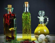 How to make infused Hot Chili, Garlic and Rosemary Oils via Pure Grace Farms Flavored Oils, Infused Oils, Hot Chili Oil, Grace Farms, Do It Yourself Food, Liqueur, Spice Mixes, Food Gifts, Homemade Gifts