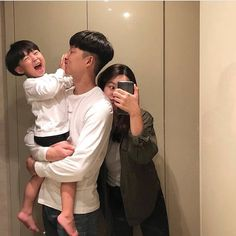 comment family in your native language . Cute Asian Babies, Korean Babies, Cute Korean Girl, Cute Babies, Ulzzang Kids, Korean Ulzzang, Ulzzang Couple, Cute Family, Family Goals